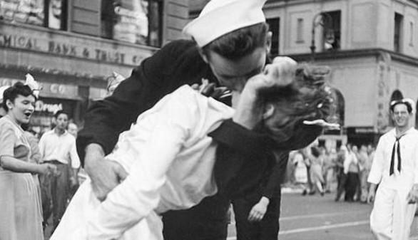 Muere la mujer protagonista del famoso beso al final de la II Guerra Mundial
