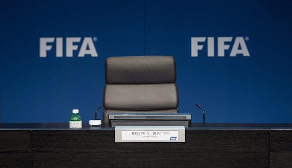 Los escándalos de corrupción pueden con Blatter, que dimite