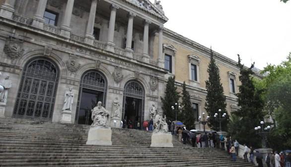 La Biblioteca Nacional cambia de sala sus archivos más emblemáticos para poner oficinas