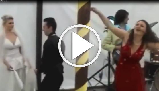 Vídeos virales. Una boda arruinada por el baile de una invitada