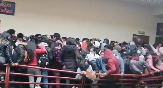 Tragedia en una universidad de Bolivia: mueren siete estudiantes al caer de un cuarto piso