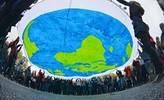 Activistas se manifiestan durante la jornada inaugural de la Conferencia sobre el Cambio Climático de la ONU COP23 en Bonn.