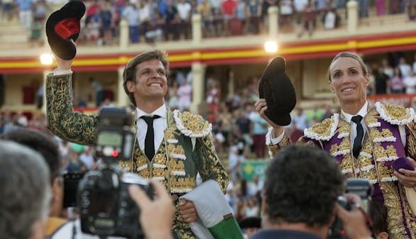 Cristina Sánchez vuelve a vestirse de luces para salir a hombros con El Juli