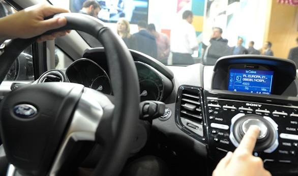 La primera aplicaci n financiera del mundo para coches for Localizador de oficinas la caixa