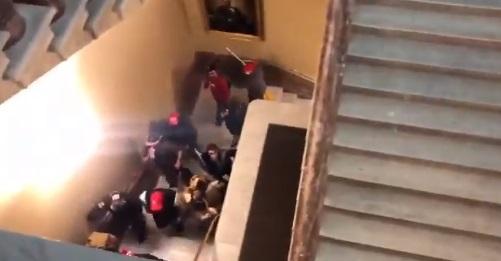 Vídeos del asalto al Capitolio de Estados Unidos por simpatizantes de Trump