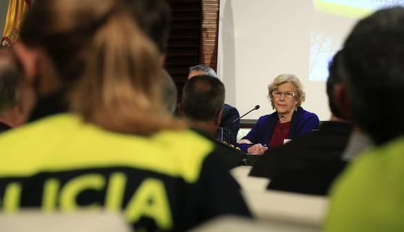 La oposición tumba a la 'policía comunitaria' de Manuela Carmena