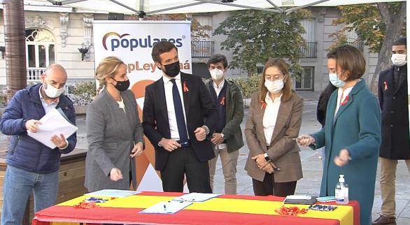 PP, Cs y Vox respaldan a la escuela concertada en su protesta frente al Congreso