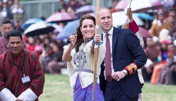 Guillermo y Catalina de Cambridge se apuntan al tiro con arco en Bután