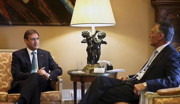 Cavaco Silva encarga a Passos Coelho la formación de un Gobierno en minoría