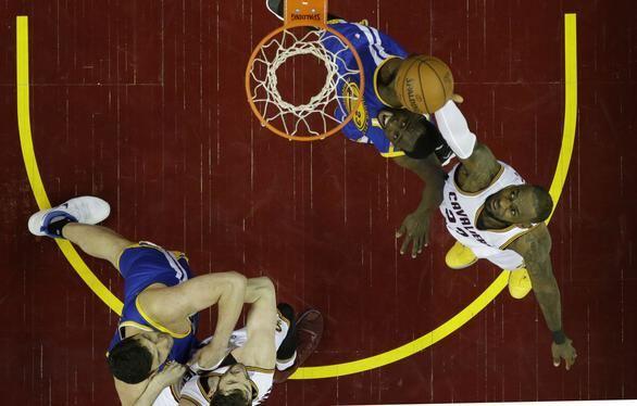 Finales NBA. LeBron e Irving mantienen viva la final con 71 puntos