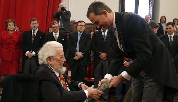 El Rey ensalza la capacidad de mestizaje del español al entregar el Cervantes
