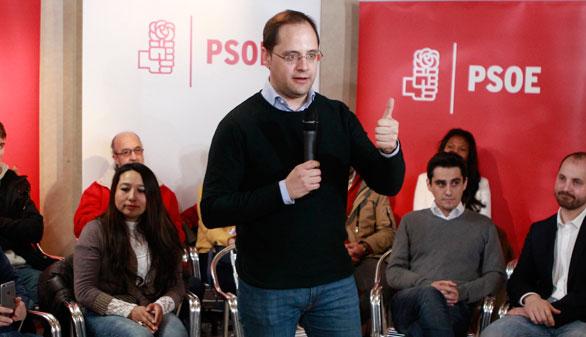 """El PSOE presiona a Podemos con el eslogan de que """"votan con el PP"""""""