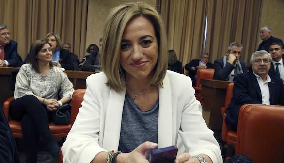 Chacón, con Sánchez, ataca a Colau por el bloqueo de Podemos