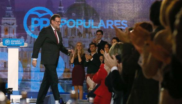Rajoy pide el voto para evitar una coalición de partidos que lleve 'el país a la ruina'