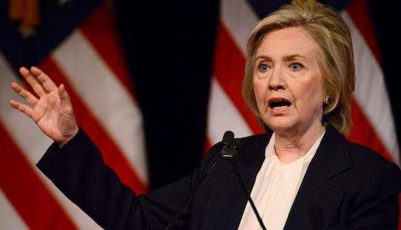 Diez horas después de ser derrotada, Clinton da la cara