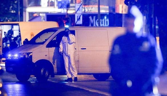 El segundo coche de los terroristas contenía un kalashnikov