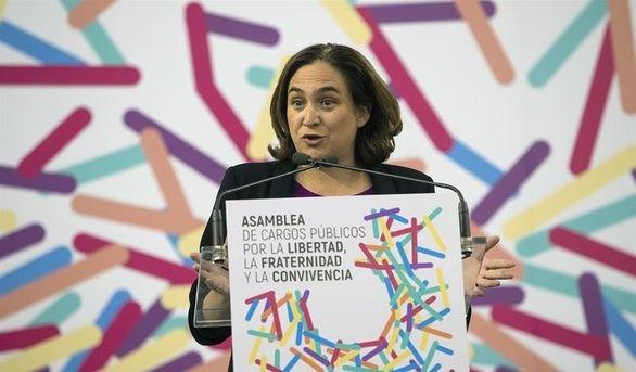 Colau apela al PSOE para evitar que Rajoy