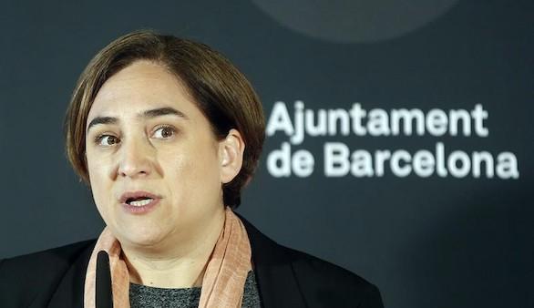 Ada Colau vuelve a chocar con los militares en Barcelona