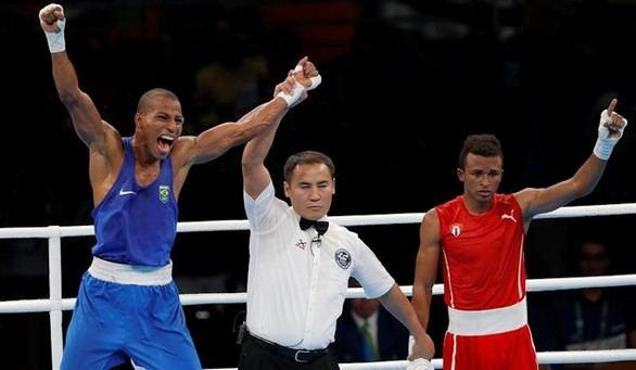 El brasileño Robson Conceicao gana el título olímpico de los ligeros