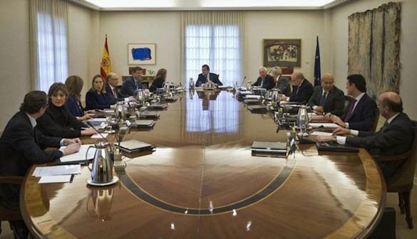 Rajoy y su gabinete cesan y pasan a estar