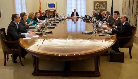 Rajoy confirma un crecimiento del 3,2 y sube el salario mínimo