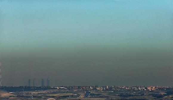 Madrid restringe el aparcamiento en la zona SER por la contaminación