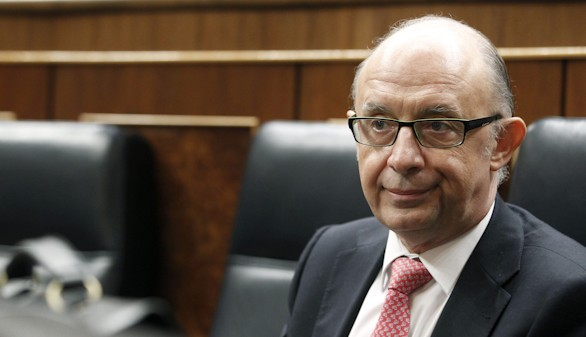 Las comunidades del PSOE se rebelan contra los 'recortes que impone Montoro'