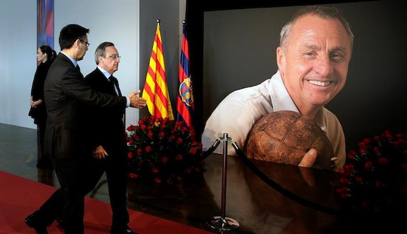El mundo del fútbol da su último adiós a Cruyff en el Camp Nou