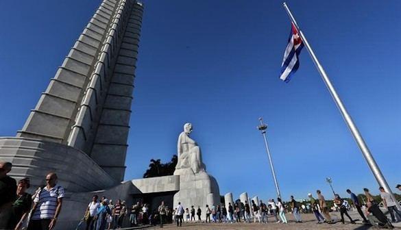 La Plaza de la Revolución, primer acto de la despedida de Castro