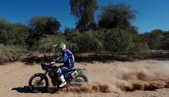 Dakar. Loeb y Price toman el mando de coches y motos
