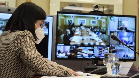 La ministra de Sanidad Carolina Darias, en una reunión del Consejo Interterritorial.