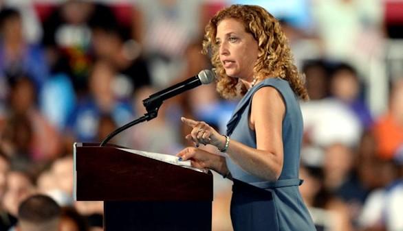Otro escándalo con correos electrónicos salpica a Clinton