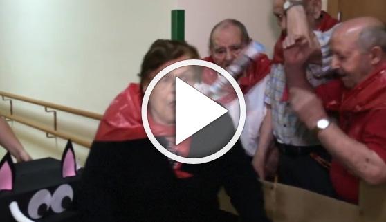 Vídeos virales. Divertido encierro de San Fermín en una residencia de ancianos