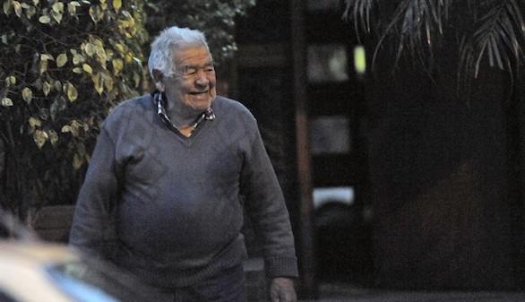 Despiden en Argentina los restos mortales del padre de Maradona