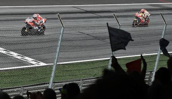 Dovizioso le gana la partida a Márquez en un espectacular final