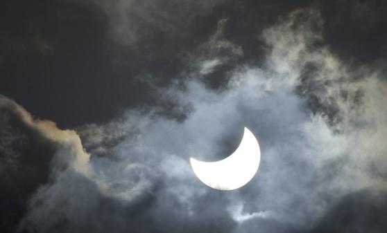 El mal tiempo desluce el eclipse parcial de Sol en casi toda Europa