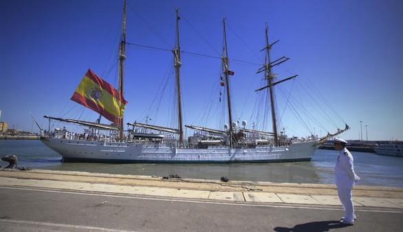 El Juan Sebastián Elcano inicia en Cádiz un nuevo crucero de instrucción