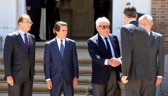 González y Aznar, con el Rey, en el Real Instituto Elcano