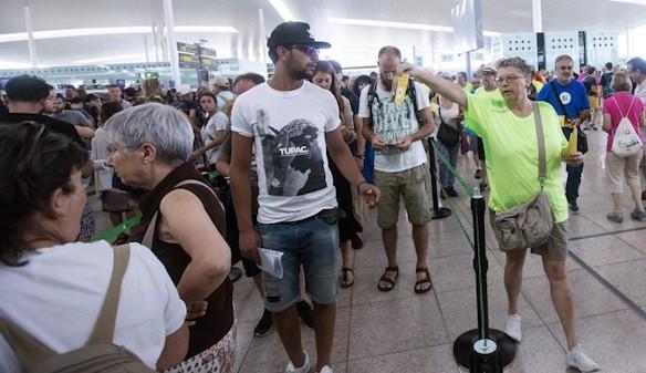 Miembros de la ANC utilizan la huelga de El Prat para hacer campaña