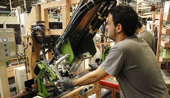 El coste laboral por trabajador cae el 0,5% en el cuarto trimestre