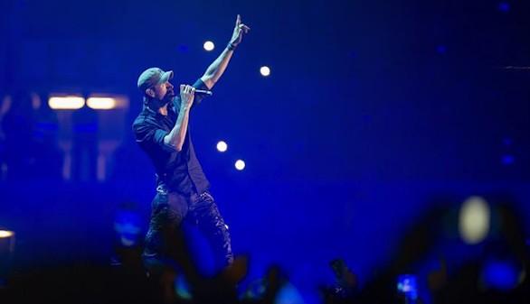 El público del concierto de Enrique Iglesias: 'Manos arriba, esto es un atraco'
