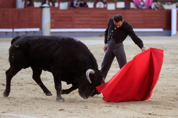Enrique Ponce toreó en Las Ventas con la efigie de Franco en sus botones