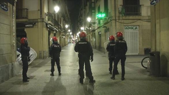 Foto de archivo de la Ertzaina en el barrio viejo de San Sebastián.