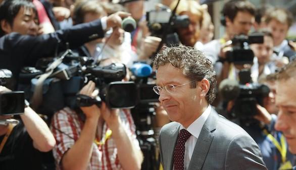 El Eurogrupo debate controles de capital y proteger el entorno griego