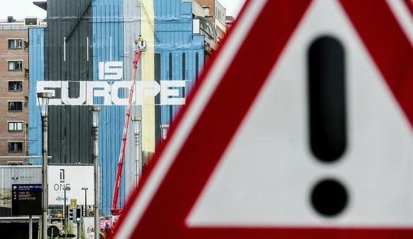 El eslogan '...Es Europa' en la fachada de un edificio cerca del Consejo de la UE en Bruselas