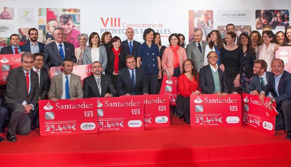 Los empleados del Santander entregan 436.000 euros a ONG's