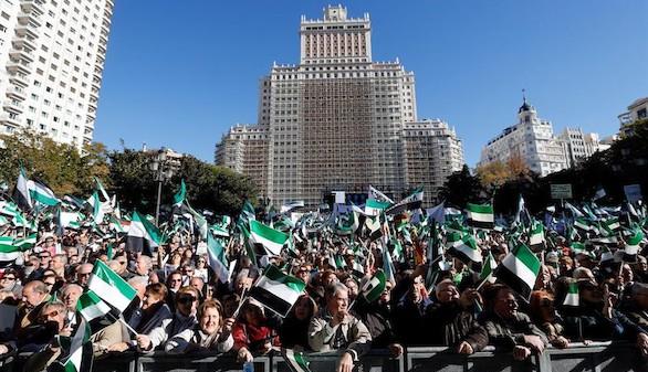 Miles de extremeños protestan en Madrid para exigir un tren digno