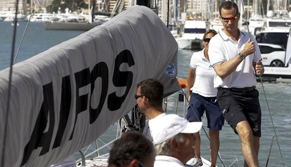 Felipe VI se sube al 'Aifos' en la última jornada de la Copa del Rey de Vela