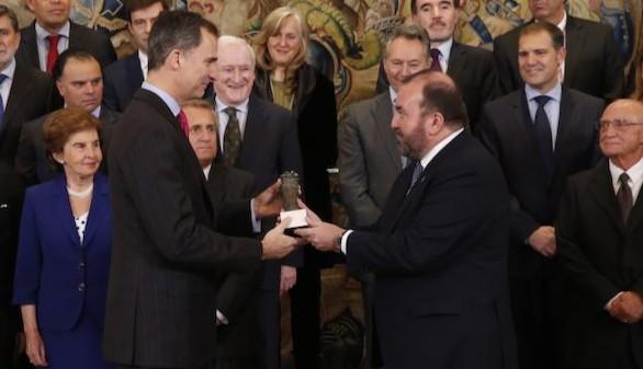 El Rey recibe la 'columna de la libertad' de los editores españoles