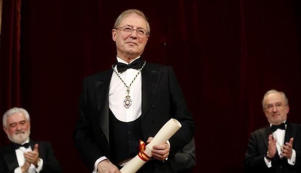 Félix de Azúa homenajea a Martín de Riquer en su discurso de ingreso en la RAE